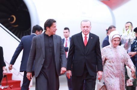 Turkish President Recep Tayyip Erdogan was welcomed by Pak Prime Minister Imran Khan (left) on his arrival in Islamabad last week. (Photo: @pid_gov)