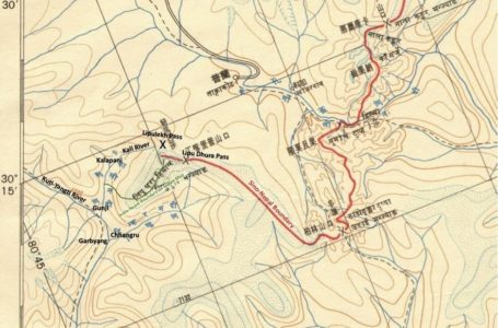 This is part of the map attached with the Nepal-China boundary agreement, with the red line showing the boundary. The India-Nepal boundary is shown in green and markings in English are made by the author.