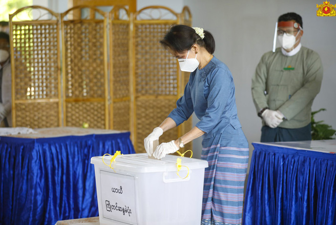 Suu Kyi Expected To Win Myanmar Polls Despite Fading Lustre